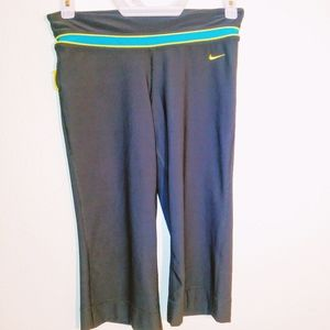 Nike Dri Fit Livestrong Cropped Pants Size S
